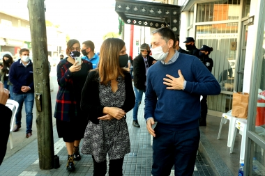 Esteban Echeverría: Gray y Raverta recorrieron lugares de cobro del Ingreso Familiar de Emergencia