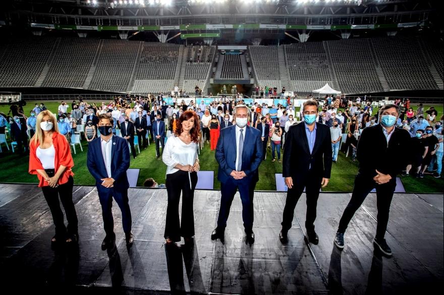 Kicillof, Alberto, Cristina y Magario cerraron el año desde el Estadio Único  de La Plata - Cronos Noticias